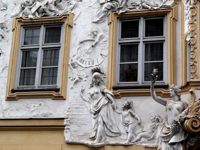 Detalle de la fachada de la casa de Egid Asam, desde la cual se podía acceder a la capilla.