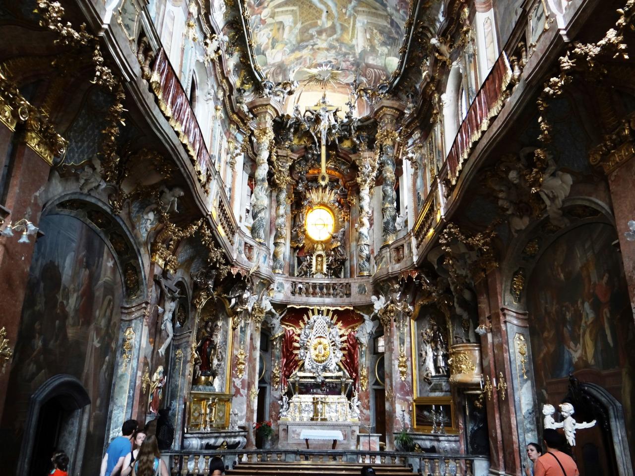"Interior rococó de la ""Amankirche"", el nombre popular de la Iglesia de San Juan Nepomuceno"