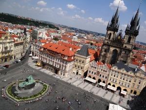 La Plaza de la Ciudad Vieja con el monumento de Jan Hus a la izquierda