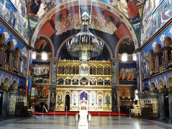 Vista del interior, con el iconostasio en el frente