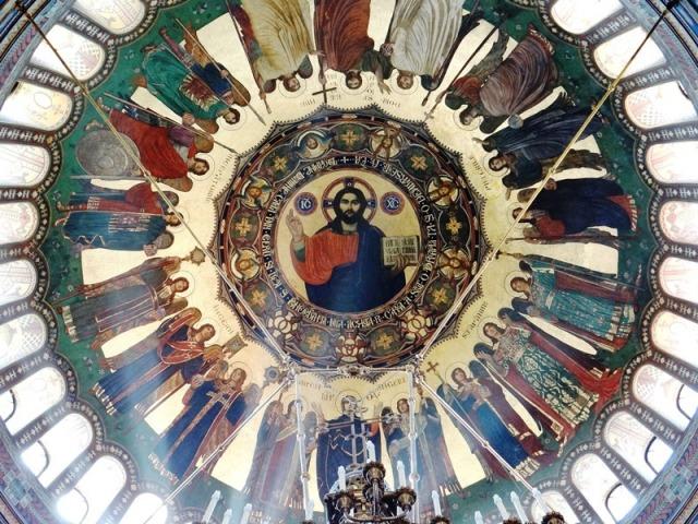 Vista de la cúpula de la Catedral Ortodoxa de Sibiu con el Cristo