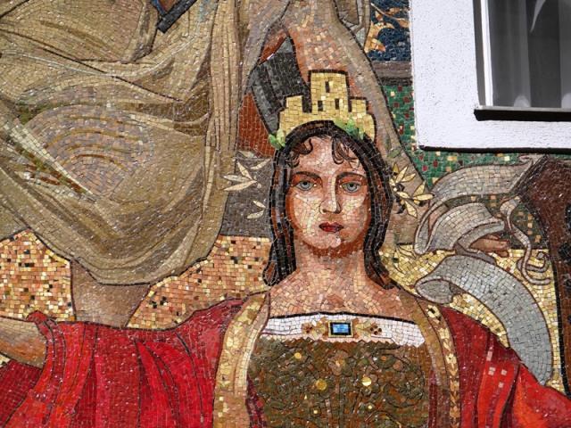 Detalle del mosaico en una céntrica calle peatonal