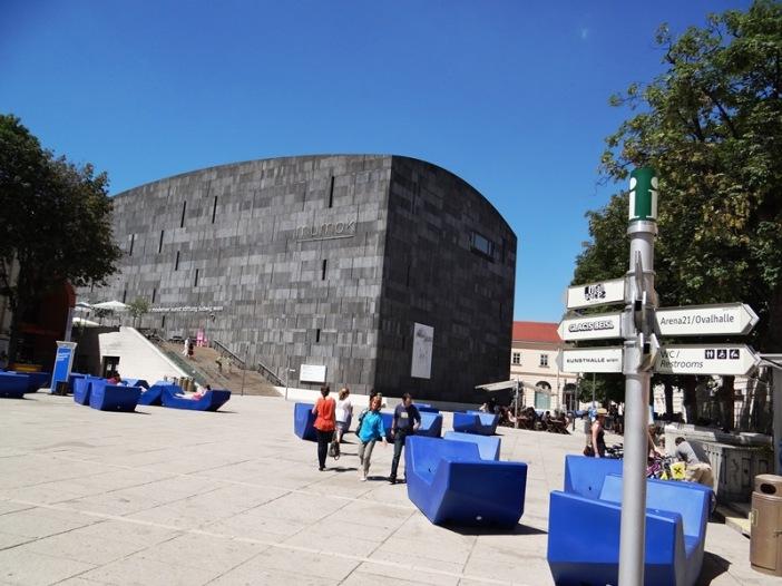 Vista del Mumok, uno de los museos del Muzeum Quartier