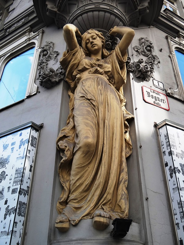 esquinero - Detalle en una calle de Viena