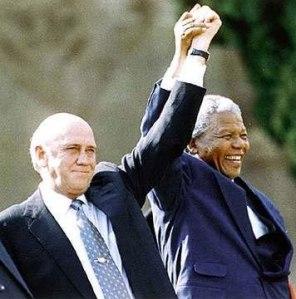 Frederyk de Klerk y Nelson Mandela, símbolos de la reconciliación del pueblo sudafricano