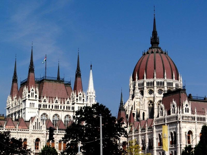 Otra vista del Parlamento de Hungría
