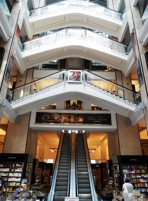 Vista interior de la Librería Alexandra