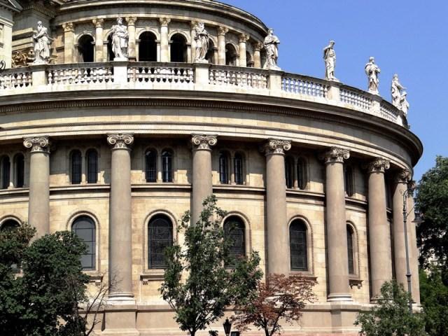 Detalle de la vista posterior de la Szent István Bazilika