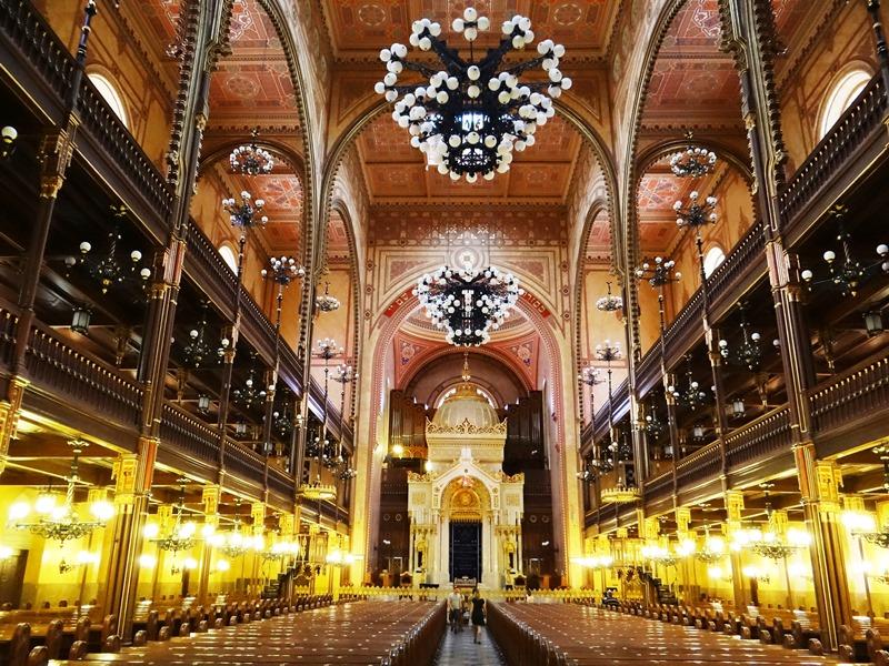 Vista del maravilloso interior de la Gran Sinagoga de Budapest