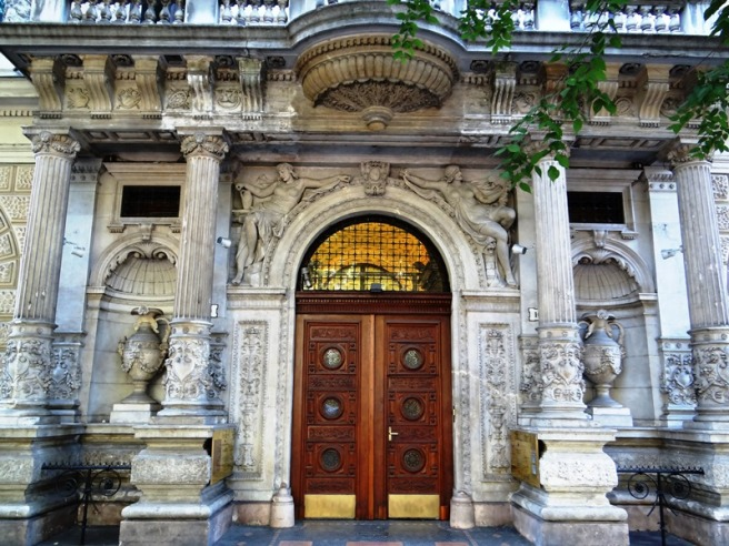 Frente de un edificio en la avenida Andrassy, declarada Patrimonio de la Humanidad por la UNESCO