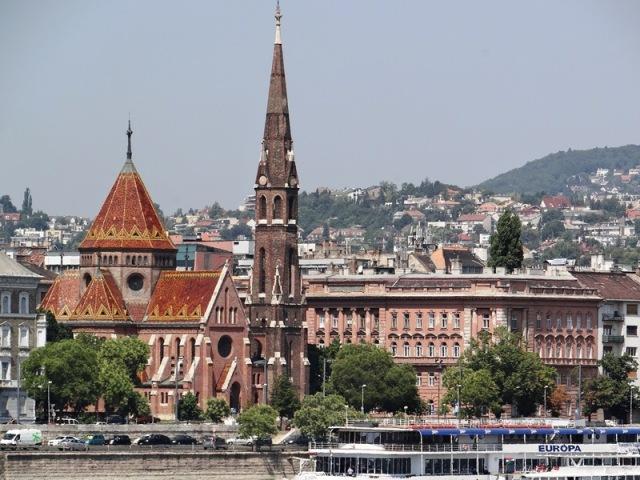 Panorámica con Iglesia Luterana , en el barrio llamado Víziváros