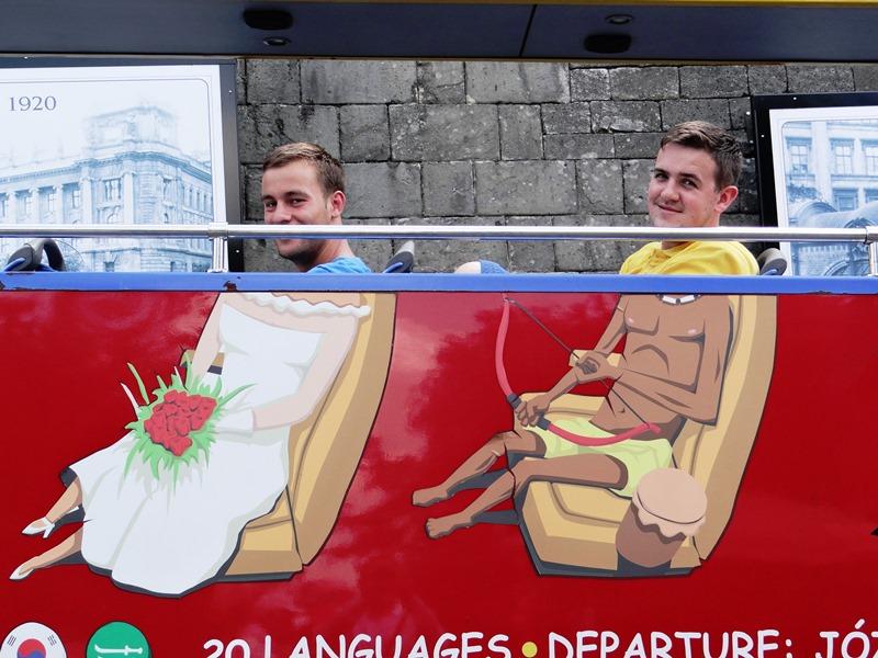 Tampoco falta en Budapest el buen humor. Véase la creatividad en un autobús turístico; ¿no le resulta inevitable sonreír?