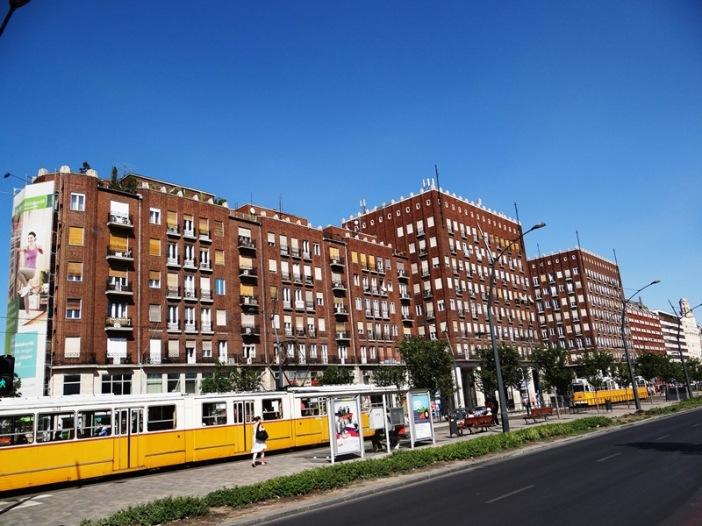Un importante edificio de apartamentos en el centro de Pest