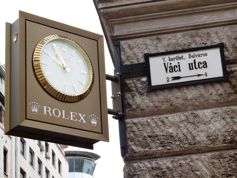 La calle peatonal Váci (en húngaro Váci utca), al estilo de la calle Florida de Buenos Aires