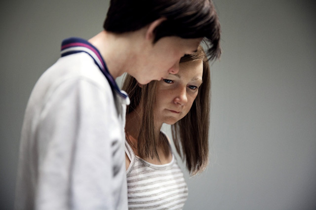 Detalle de Young couple. ¿No se advierte en la joven una mirada de tristeza o resignación?