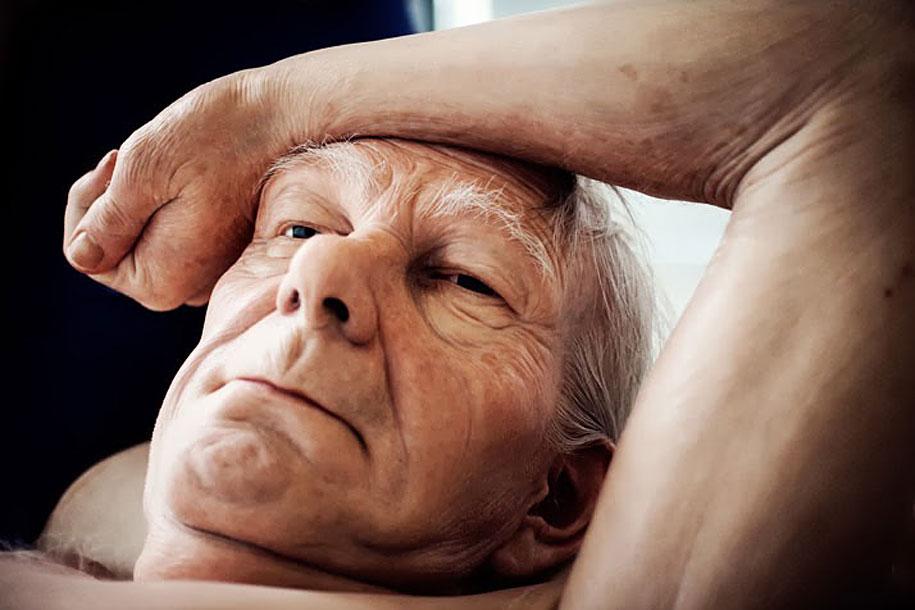 """Vista del rostro del anciano de """"Couple under un Umbrella"""". Como se observa, la recreación de los rasgos es perfecta."""