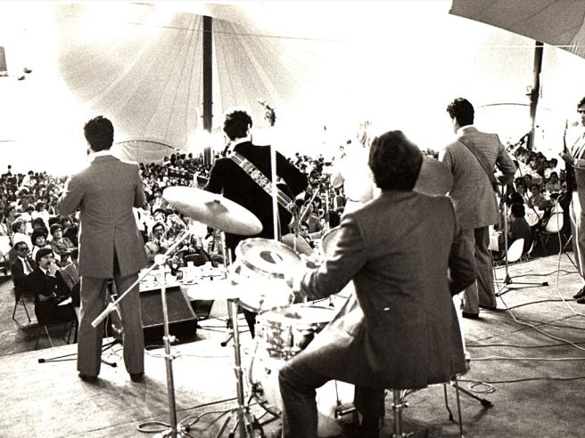 Pueblo de Dios, tocando en Lima, Perú (1984)