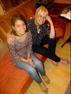 Nora de Allende junto a su hija Melina durante la grabación