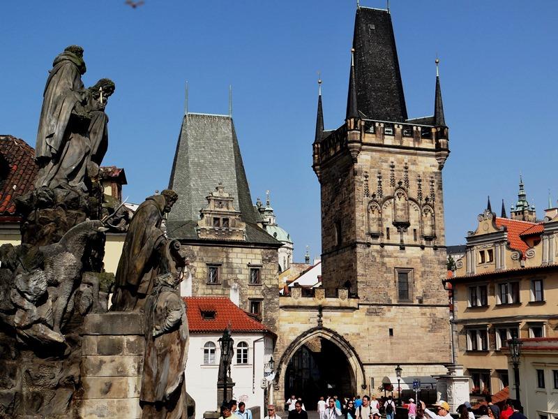 Entrada a Mala Strana desde el Puente de Carlos, en República Checa