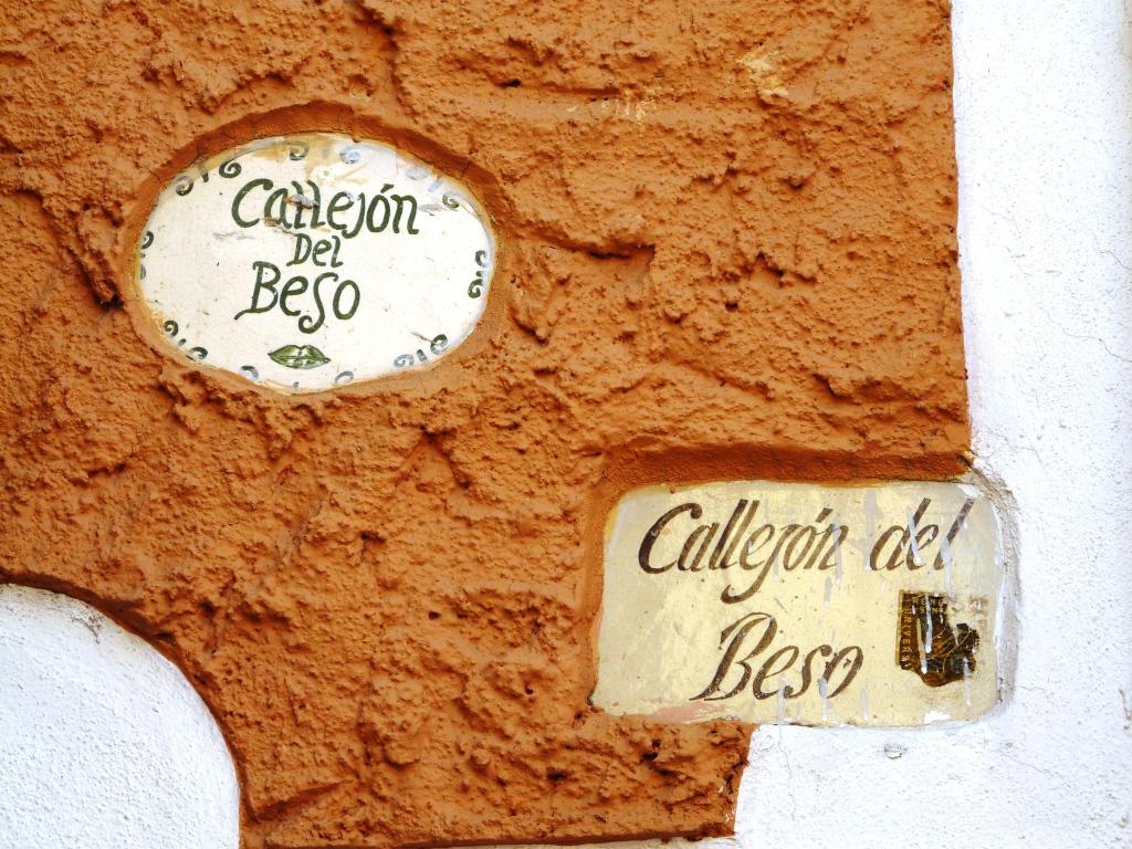 Guanajuato, León, México, Callejon del Beso 02
