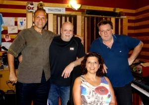 El autor de la canción y esta nota con Samy Mielgo, Marilí Machado y Marcelo Mollo