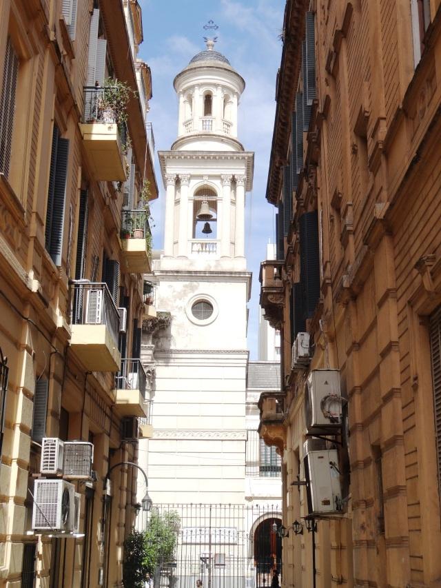 Vista de la Iglesia de la Piedad desde el acceso sur del pasaje