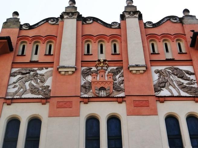 Alrededores Palacio de las Artes de Cracovia 01
