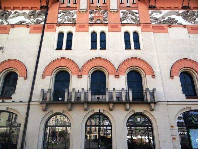 Alrededores Palacio de las Artes de Cracovia 03