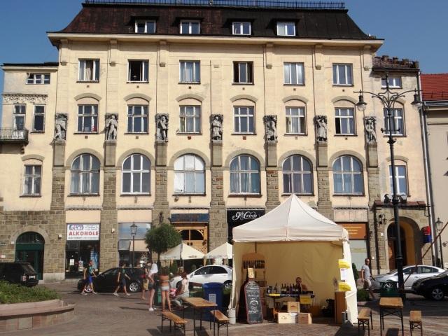 Alrededores Palacio de las Artes de Cracovia 05