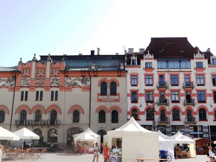 Alrededores Palacio de las Artes de Cracovia 09