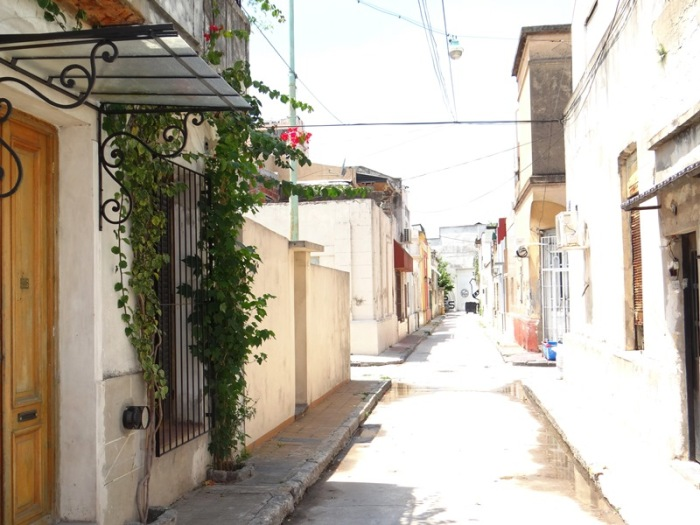 Vista el pasaje Trieste desde el cul-de-sac. Al fondo la calle Tupac Amaru.