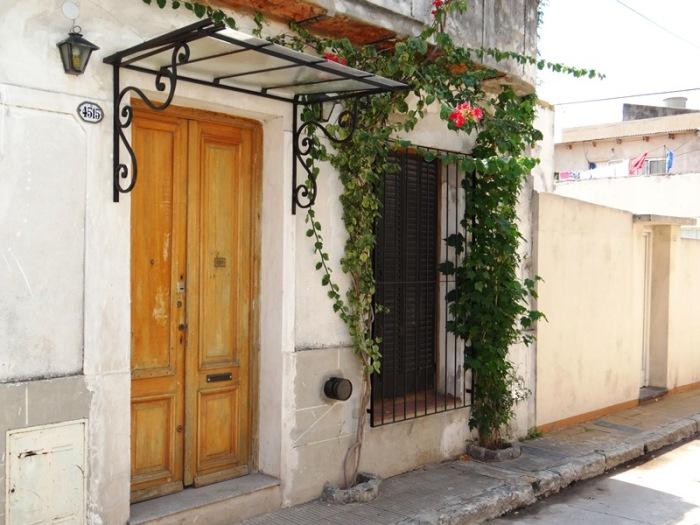 La que es quizás la fachada más bonita del pasaje Trieste se encuentra en la media cuadra final.