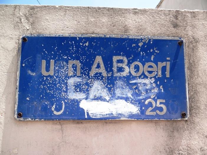 Cartel indicador de la altura de Juan A. Boeri, del 1200 al 1250.
