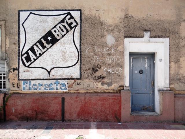 El Club All Boys es un símbolo de Floresta, y la segunda cuadra de la calle Juan A. Boeri(entre Trieste y Remedios Escalada de San Martín) luce un mural con su escudo.