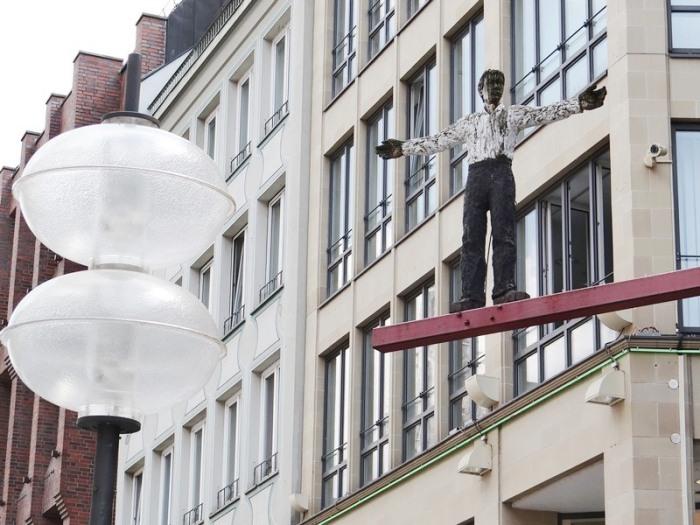 Hombre con los brazos abiertos (Munich) DSC04189.JPG