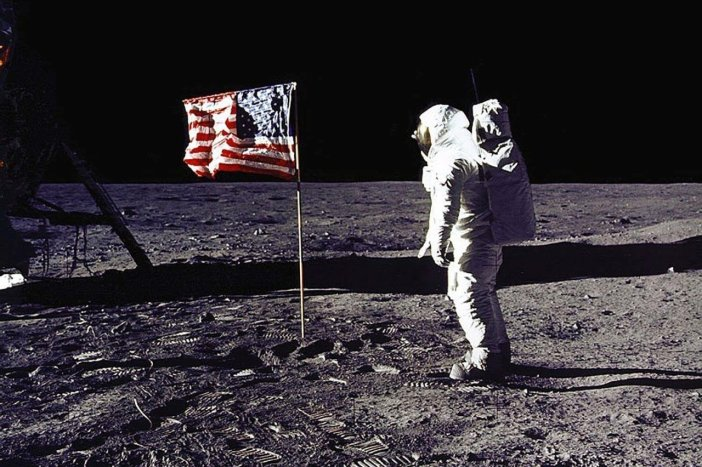 el Último hombre en la luna 03